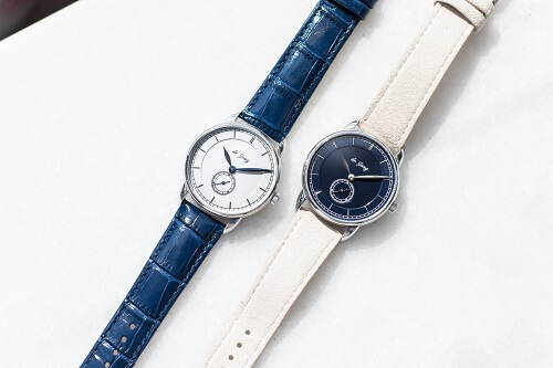 de Jong watches in blue and white