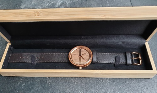 Wooden packaging of the VEJRHØJ watches review packaging review